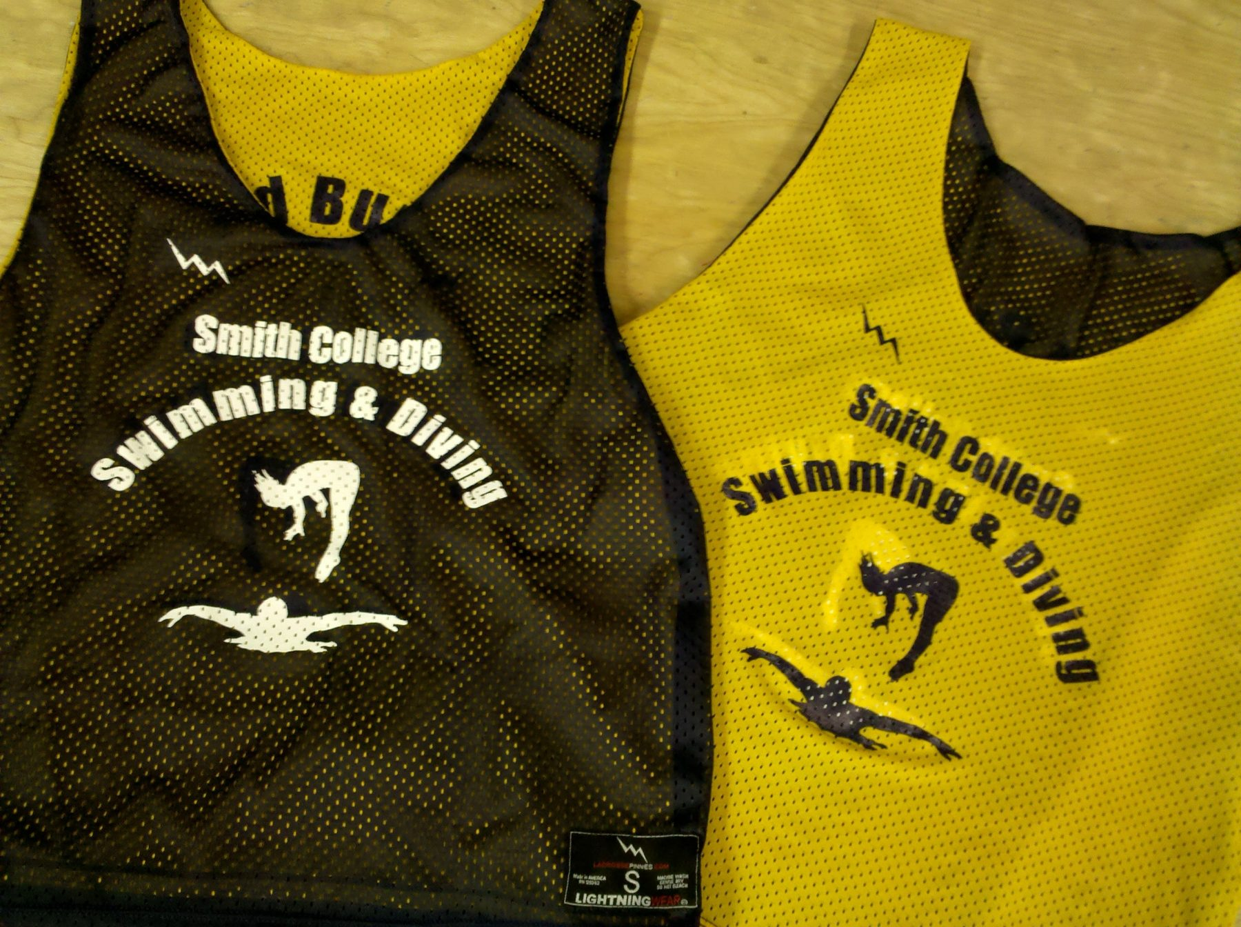 swimming pinnies